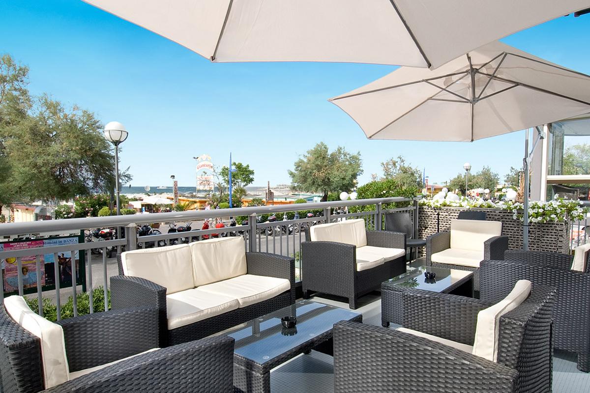 03_hotel-flaminio_cattolica_terrazza_vista_mare