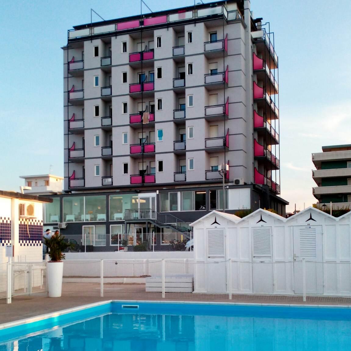 foto hotel con piscina
